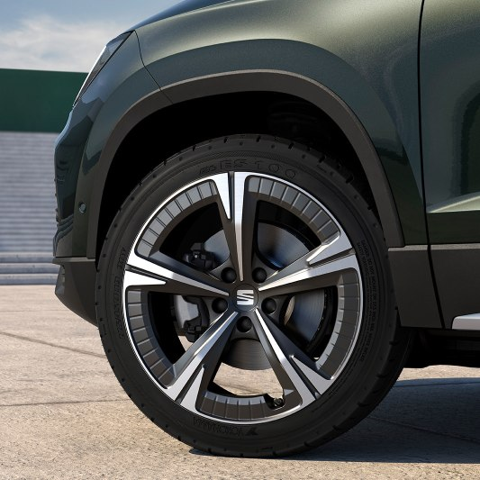 SEAT Ateca SUV detailed view of exclusive nuclear grey machined 19 inch aero wheels