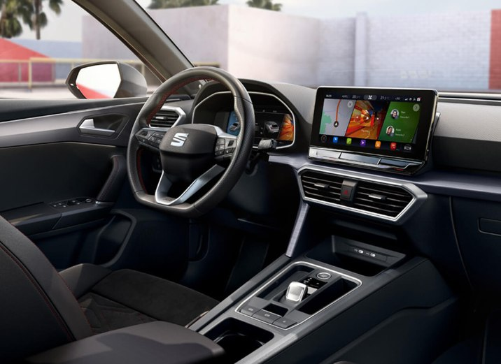 New SEAT Leon driver-oriented dashboard