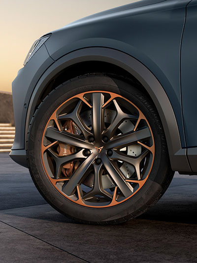 new cupra formentor compact suv with Brembo brakes and 19-inch machined alloy wheels in copper